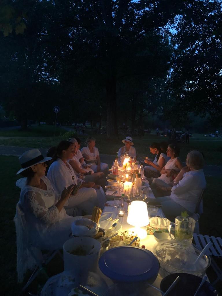 White Dinner wunderbar illuminiert